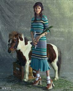 www.pegasebuzz.com | Kim Won Jung by Yoo Young Kyu for Vogue Korea, april 2015.
