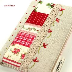 Quilt And Patchwork กระเป๋าเงินล้าน Fabric Crafts, Sewing Crafts, Sewing Projects, Fabric Book Covers, Fabric Journals, Notebook Covers, Journal Covers, Needle Book, Creation Couture