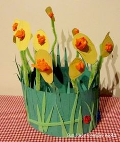 Toddler crafts spring daffodil crown
