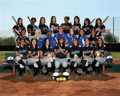 Love This Softball Team Picture Idea....