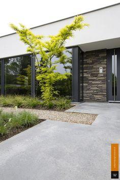 Garden Floor, Terrace Garden, Front House Landscaping, Backyard Landscaping, House Landscape, Landscape Design, Concrete Patio Designs, Garden Entrance, Japanese Garden Design