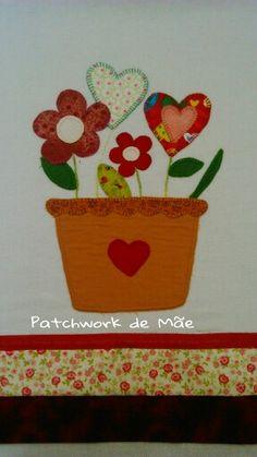 Vaso de flores. Coração. Patchcolagem. Pano de prato.  Patchwork de Mãe.