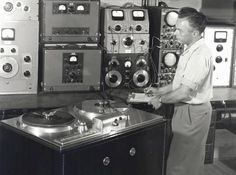 AMPEX Model 200A with Harold Lindsay - www.remix-numerisation.fr - Rendez vos souvenirs durables ! - Sauvegarde - Transfert - Copie - Restauration de bande magnétique Audio - MiniDisc - Cassette Audio et Cassette VHS - VHSC - SVHSC - Video8 - Hi8 - Digital8 - MiniDv - Laserdisc