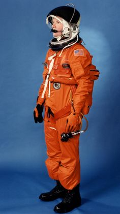 美國航空航天局航天飛機壓力服 - 相冊太空