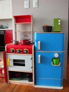 DIY Play Kitchen! This fridge is too cute!