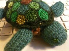 Knit and crochet turtle (freehand)