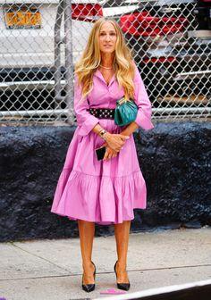Carrie Bradshaw Estilo, Carrie Bradshaw Outfits, Sarah Jessica Parker, Floral Blazer, Floral Maxi Dress, Vivienne Westwood Wedding Dress, Christian Dior, Tutu Rose, City Outfits