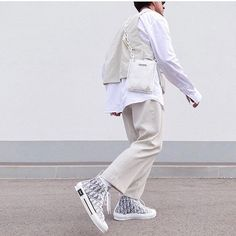 Hip Hop Outfits, New Outfits, Sweat Shirt, Aesthetic Fashion, Aesthetic Clothes, Dior Fashion, Mens Fashion, White Outfit For Men, Dior Shoes