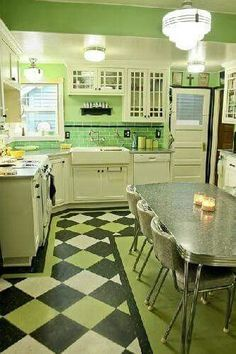 vintage kitchen flooring fabulous green kitchen love the glass front cabinets the linoleum floor and the and chrome table retro style kitchen flooring – Flooring Designs Kitchen Retro, Green Kitchen, New Kitchen, Kitchen Ideas, Kitchen Modern, Kitchen Rustic, Kitchen Colors, Retro Kitchen Tables, Sage Kitchen
