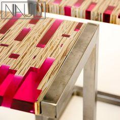 Guéridons 1, détail du plateau avec son mélange de bois et résine.