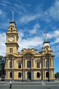 Bendigo Town Hall. Facade elaborated and tower added 1886 to 1859 hall building, which had been extended many times. Image the collector.