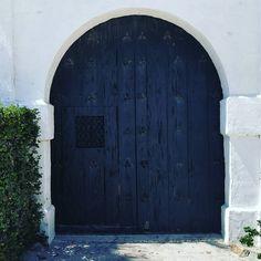 Through the door and into the secret garden.  #instagood #instamood #good #fun #mood #instaphoto #instagram #love #filter #travel #adventure #wanderlust #world #earth #vacation #gaysian #instalike #instadaily #bocagrande #florida #floridaliving #floridalife #beach #rustic #likeforlike #sarasota by urbanwastelands