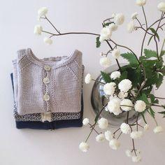    f a v o r i t t s t r i k k    og blomster fra en god venn #hjemmestrikk #denstoreguttestrikkeboka #70tallsjakke #bortestrikk #pompdelux