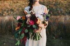 bold loose bouquet, creative bride photos, desert wedding