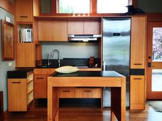 Waterhaus Kitchen by Greenpod homes: Energy efficient, non-toxic, natural and elegant