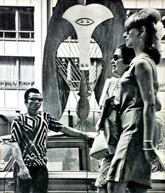 Photo detail Chicago August 1968 from master photographer David Douglas Duncan #democraticnationalconvention #daviddouglasduncan #vintagephotography #throwbackthursday #modfashion #picasso #picassosculpture
