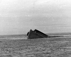 USS Yorktown sinking, just after dawn on 7 June as seen from an accompanying destroyer. The ship has capsized to port and is settling rapidly by the stern. Mchale's Navy, Royal Navy, Warship Battle, American Aircraft Carriers, Uss Lexington, Uss Yorktown, Navy Aircraft Carrier, Us Navy Ships, Naval History