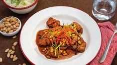 Víte, jak se dělá opravdové kung-pao? Protože čína nejsou jen kuřecí prsa smíchaná se sójovkou, přichystal šéfkuchař Roman Paulus klasický retro recept na kuře kung-pao. Lidl, Beef, Roman, Retro, Food, Meat, Rustic, Hoods, Meals