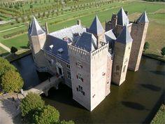 Slot Assumburg - Top Trouwlocaties - Heemskerk, Noord-Holland #trouwlocatie #trouwen #feestlocatie