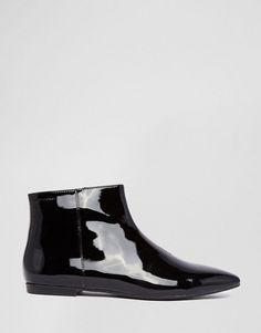 Vagabond | Botas planas de charol en negro Katlin de Vagabond