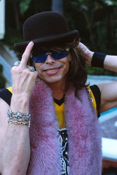 For those who don't understand my obsession with Steven Tyler, well HERE'S TO YOU!!!!!