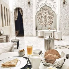 Blissful breakfast and style inspo in #Marrakech #Morroco #minimalist #monochromatic #arabesque #domes #arches #summer #arabstyle #middleeasternstyle #decor #tiles #hammam #spa