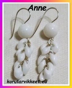 Anne käytti korujen tekemiseen Miyuki pitkä-pisara siemenhelmet (long magatama).  Tässä on Annen ensimmäiset upeat korvakorut. Pearl Earrings, Pearls, Jewelry, Fashion, Pearl Studs, Jewlery, Moda, Jewels, La Mode