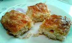 """Η Συνταγή είναι από κ. Katerina Malachia – """"Μαγειρικές Ανησυχίες (George Chatzigiatroudakis)"""". Υλικά 1 πακέτο φύλλο κρούστας ή χωριάτικο 500 γρ.τυρί φέτα ή λευκό τυρί 200 γρ.γιαούρτι στραγγιστό 1 κουτί σόδα 150 γρ.βιτάμ ή βούτυρο 4 αβγά Πιπέρι Εκτέλεση Σε ένα μπολ βάζετε το"""