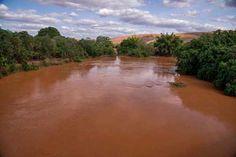Passagem da lama pelo rio Doce, por causa do rompimento de barragens em Mariana (MG) | foto: Leonardo Merçon/Instituto Últimos Refúgios/Divulgação