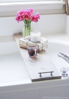 Love this bathtub caddy with vintage style pulls for handles