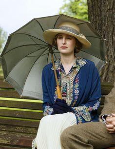 Laura Carmichael as Lady Edith Crawley in Downton Abbey (TV Series, 2015).
