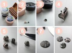 Hvorfor ikke afslutte efterårsferien med lidt gør det selv. En gør det selv, hvor du med kombinationen af silk clay og stempler kan lave de fineste og personlige smykker. Rul en lille kugle (en overra Polymer Clay Projects, Polymer Clay Art, Diy Clay, Polymer Clay Jewelry, Jewelry Crafts, Handmade Jewelry, Clay Keychain, Resin Jewelry Making, Diy Coasters