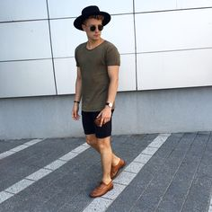 ✔️ Visit for more fashions Stylish Mens Fashion, Stylish Outfits, Cool Outfits, Summer Outfits, Fashion Outfits, Men's Fashion, Men's Outfits, Summer Shorts, Weekend Style