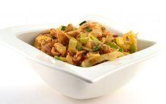 Thaise roerbakgroente met kipfiletreepjes shoarma       25 gram cashewnoten     300 gram kipfiletreepjes shoarma     2 eetlepels olijfolie     400 gram Thaise roerbakmix