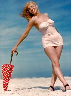 Marilyn Monroe showed off her . is listed (or ranked) 4 on the list The Hottest Marilyn Monroe Bikini Pictures Marilyn Monroe Frases, Fotos Marilyn Monroe, Marilyn Monroe Swimsuit, Marylin Monroe Body, Marilyn Monroe Curves, Old Hollywood, Pin Up Vintage, Moda Vintage, Vintage Glam