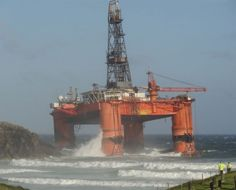 Trans Ocean Winner, oil rig carrying 280 tonnes of diesel, runs aground on Isle of Lewis in Scotland. Rig Welder, Oil Jobs, Continental Shelf, Work Camp, Gas Pipeline, Severe Storms, Drilling Rig, Oil Rig, Tug Boats