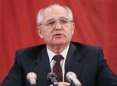 Gorbatsjov was secretaris-generaal van de Communistische Partij en de president van de Sovjet-Unie. Zijn doel was om de  communistische partij te hervormen maar dat is uiteindelijk hem niet gelukt maar het leidde hem wel naar het einde van de koude oorlog toe.