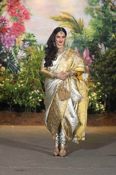 Sonam Kapoor looked quite stunning; so did many other celebrities, even with their glitzy attire. They managed to stand out in the crowd Sonam Kapoor Saree, Sonam Kapoor Wedding, Rekha Saree, Saree Wedding, Dhoti Saree, Sabyasachi Sarees, Banarsi Saree, Sharara, Silk Sarees