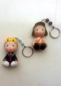 Chaveirinho da turma do chaves, feito de biscuit(porcelana fria).  Embalado em saquinho transparente, fita de cetim e tag.