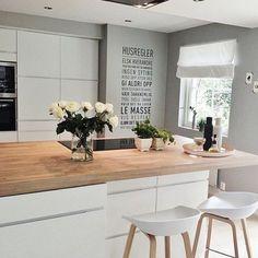 Küche – home decor ideas – – Pinmenzilyolu Kitchen Interior, New Kitchen, Kitchen Dining, Kitchen Decor, Kitchen Island, Bar Table And Stools, Bar Tables, Bar Stool, Sweet Home