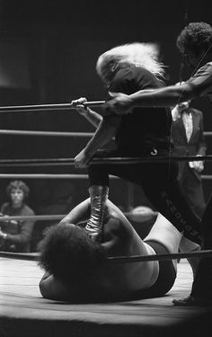 Jimmy Valiant attacks Andre in L.A. in 1977.