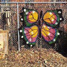 I really love the street style #Art of Yarnbomb Beauty London Kaye - #crochet
