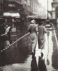 Walkers in the rain, Paris, 1934