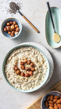 Porridge mal anders - wir haben 5 Rezepte für Dich. Porridge / Haferbei / Oatmeal / Rezepte / Apfel / Zimt / Plize / Nüsse / Beeren / Banane / Kochen / Essen / Ernährung / Lecker / Kochbox / Zutaten / Gesund / Schnell / Abendessen / Mittagessen / Frühling #porridge #haferbrei #oatmeal #frühstück #banane #apfel #nüsse #pilze #hellofreshde #kochen #essen #abendessen #mittagessen #zutaten #diy #richtiglecker #familie #rezept #kochbox #ernährung #lecker #gesund #leicht #schnell #einfach… Breakfast Bowls, The Fresh, Cereal, Food And Drink, Kitchens, Proper Tasty, Simple, Eat Clean Breakfast, Clean Foods