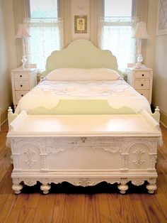 omgosh, love foot of the bed chests