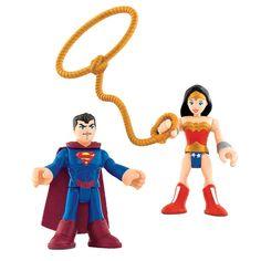 Imaginext DC Super Friends Mulher Maravilha e Superman. Crianças adoram brincar de faz de conta, imaginar situações diversas e inventar historinhas com seus bonecos e brinquedos . Além de serem muito saudáveis para o desenvolvimento intelectual dos pequenos, essas brincadeiras são muito divertidas e lúdicas. Os super-heróis e vilões das HQs , sucesso absoluto entre a meninada, são excelentes exemplos de brinquedos que divertem os meninos de montão.  Para a galerinha que é fã desses…