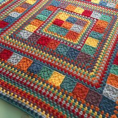 Random Rainbow Blanket by Janette of Handmade In Marbella. General tutorial for constructing, assuming you already know how to make granny squares & rows.Random Rainbow Blanket (no pattern, just Modern Granny Square Crochet Baby Blanket Patter Motifs Afghans, Crochet Motifs, Crochet Quilt, Afghan Crochet Patterns, Crochet Stitch, Baby Blanket Crochet, Crochet Afghans, Ruffle Blanket, Chevron Blanket