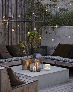Lamper, planter, loungemøbler og en masse hyggelige lys. Hvad mere har man brug for, hvis man vil have en hyggelig terrasse? Vi håber, at I…