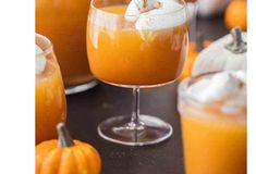 20 Best Thanksgiving cocktail recipes Easy to do it Get our best recipes for Thanksgiving cocktails and drinks. Thanksgiving Cocktails, Thanksgiving Recipes, Holiday Recipes, Bacardi Cocktail, Coffee Cocktails, Fall Drinks, Halloween Treats, Healthy Drinks, Cocktail Recipes