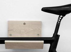 Verstaue dein Fahrrad elegant, platzsparend und stylisch, in bzw. auf diesem Wandträger aus Massivholz. Hier entdecken und shoppen: http://sturbock.me/mIC